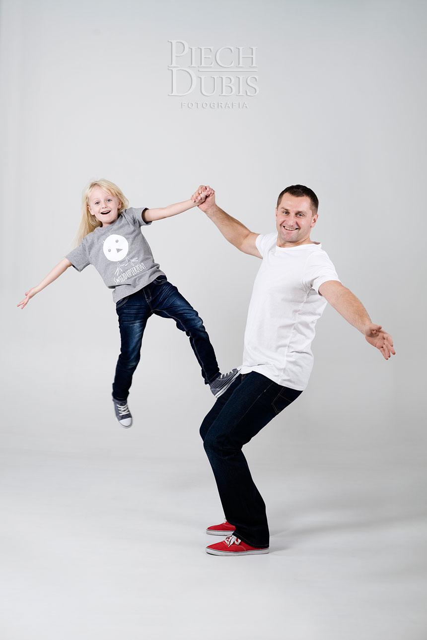 Ewelina i Piotr z dziewczynkami 21
