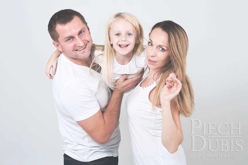Ewelina i Piotr z dziewczynkami 23