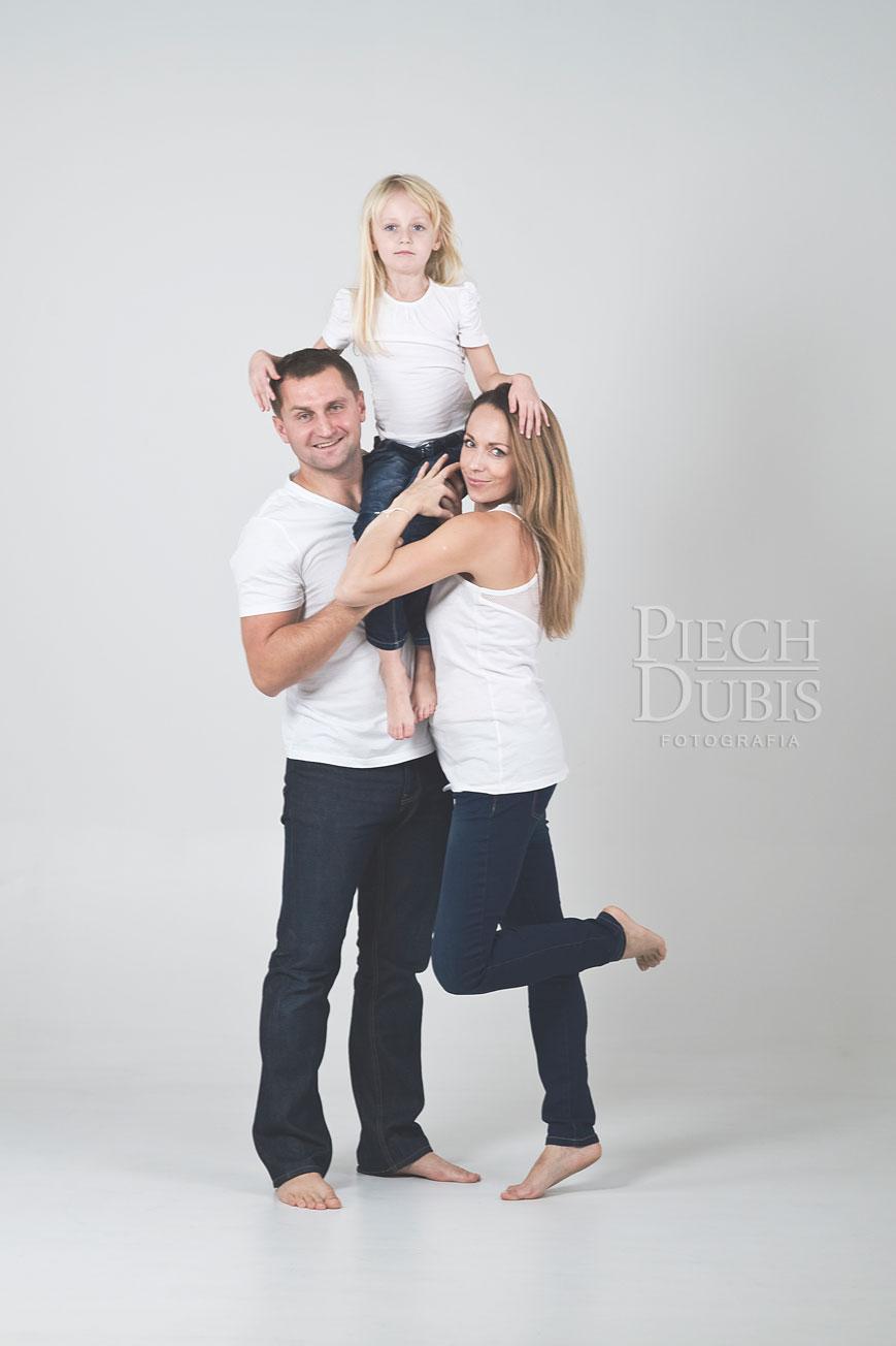 Ewelina i Piotr z dziewczynkami 24