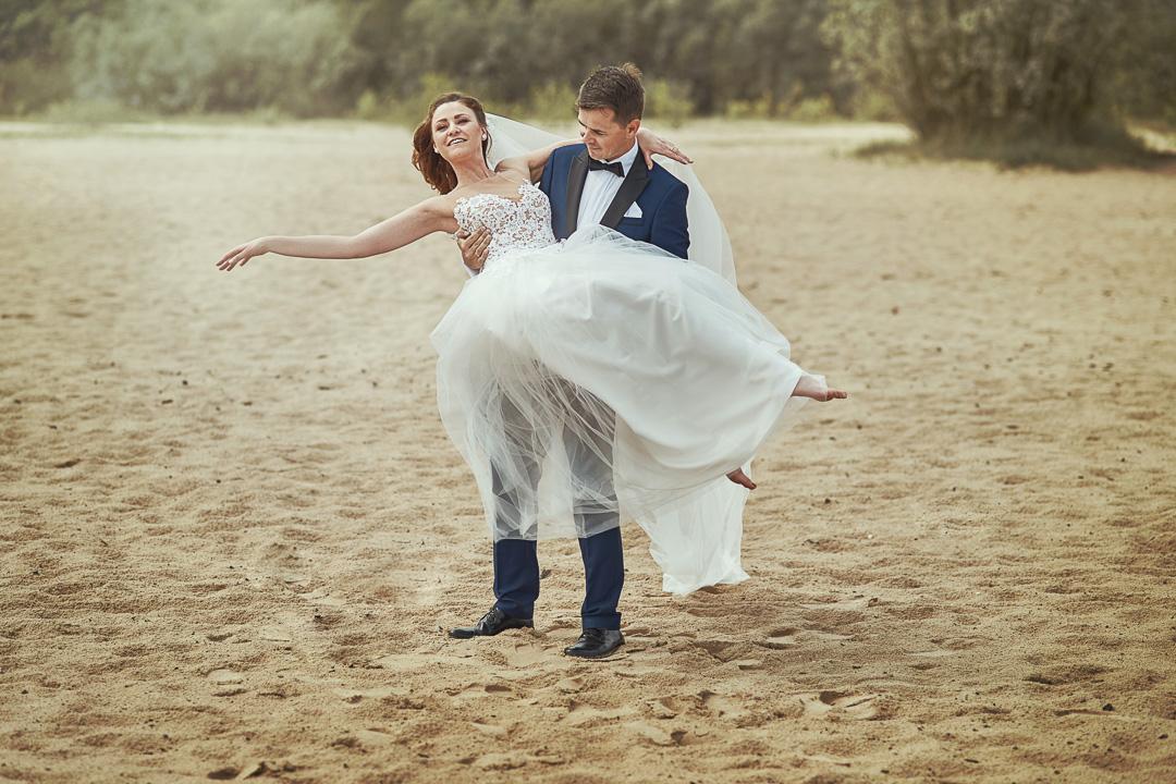 Plener ślubny w Warszawie na plaży 28