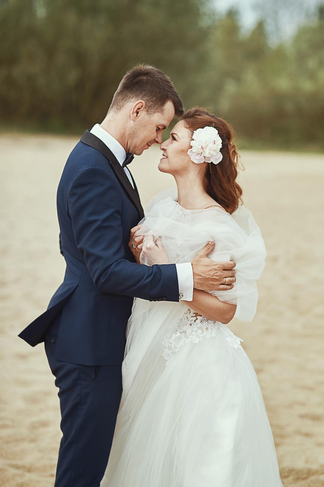 Plener ślubny w Warszawie na plaży 23