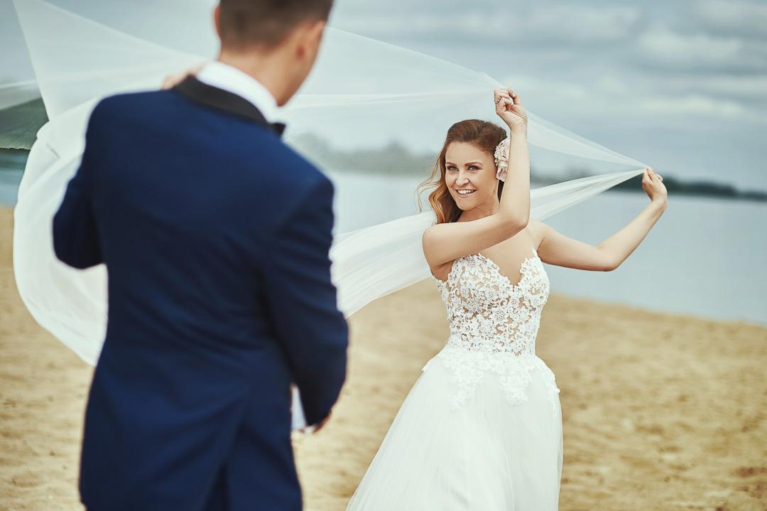 Plener ślubny w Warszawie na plaży 21