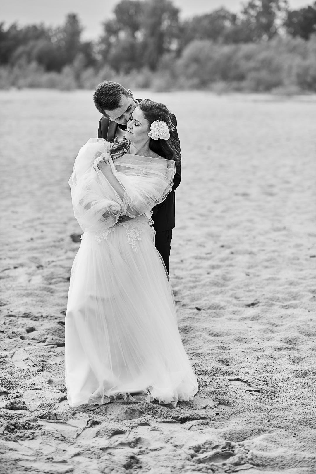 Plener ślubny w Warszawie na plaży 20