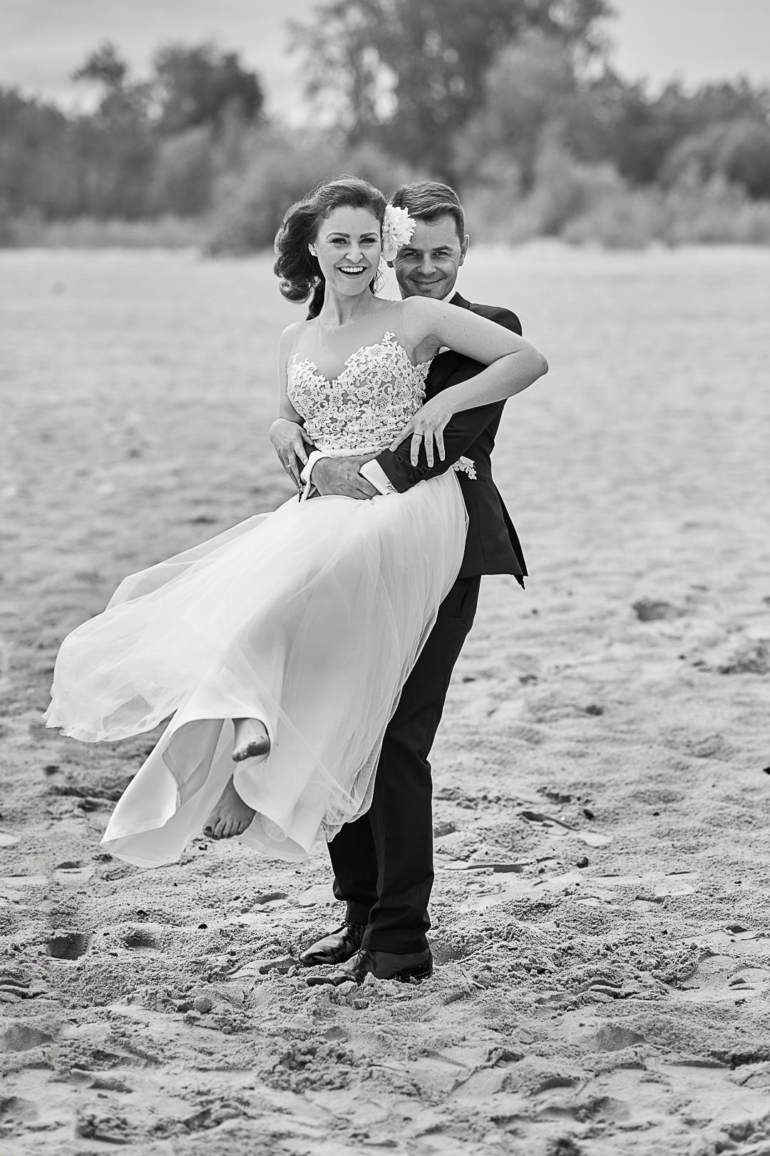 Plener ślubny w Warszawie na plaży 19