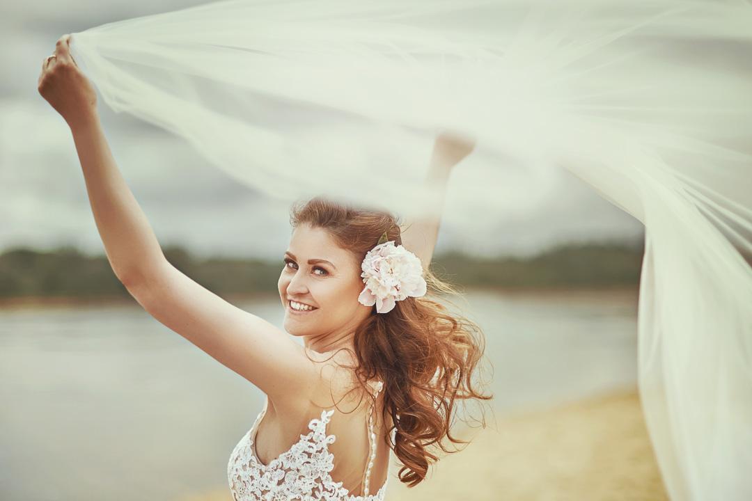 Plener ślubny w Warszawie na plaży 15
