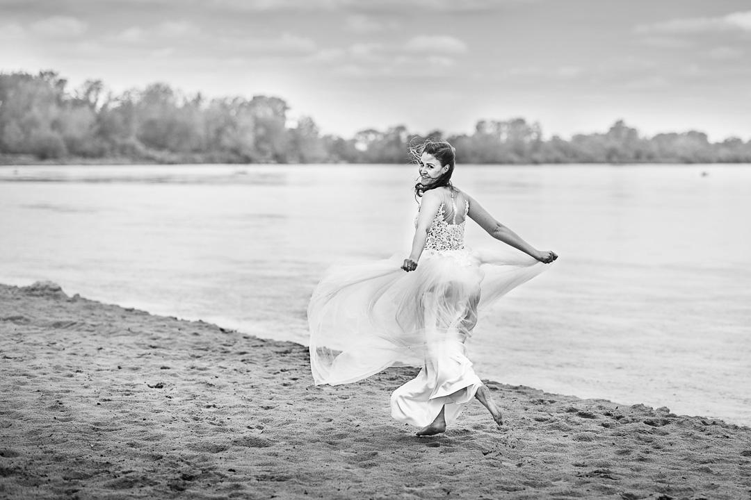 Plener ślubny w Warszawie na plaży 12