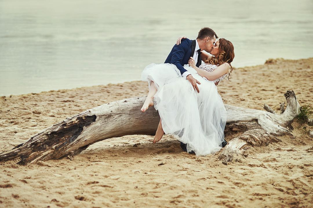 Plener ślubny w Warszawie na plaży 8