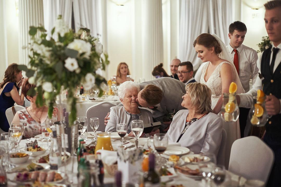 Fotoreportaż ślubny w Pałacyku Otrębusy 41