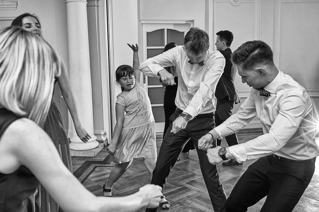Fotoreportaż ślubny w Pałacyku Otrębusy 46