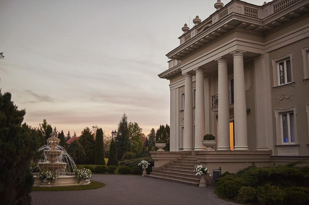 Fotoreportaż ślubny w Pałacyku Otrębusy 53